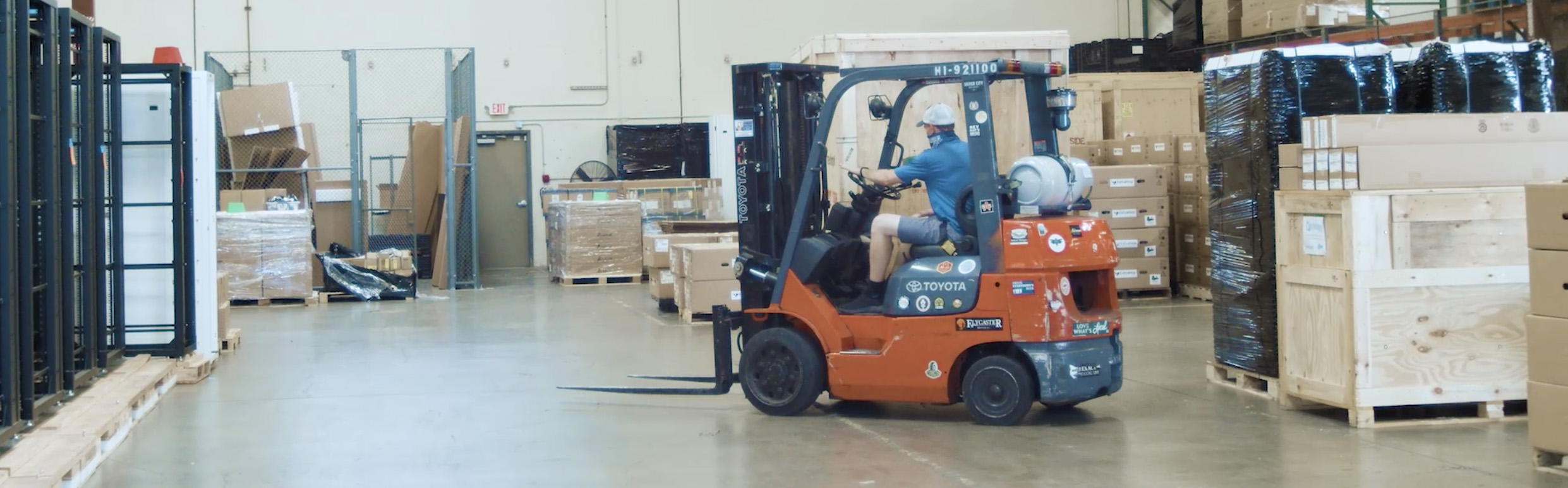 wide-image_shipping-forklift-warehouse-logistics